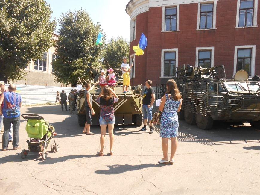 В Димитрове День ВДВ отметили парадом военной техники (фото) - фото 8