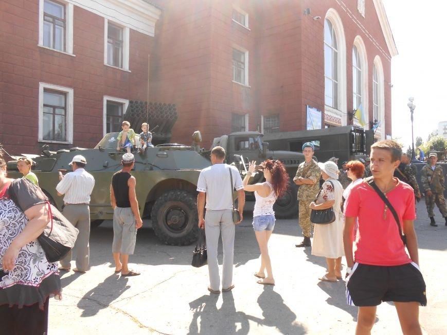 В Димитрове День ВДВ отметили парадом военной техники (фото) - фото 4