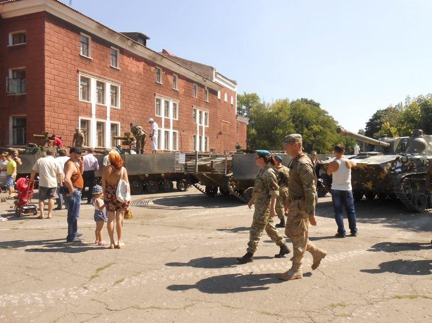 В Димитрове День ВДВ отметили парадом военной техники (фото) - фото 5