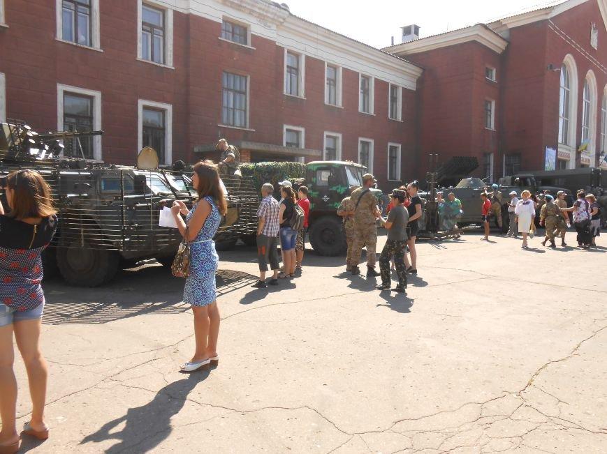 В Димитрове День ВДВ отметили парадом военной техники (фото) - фото 1