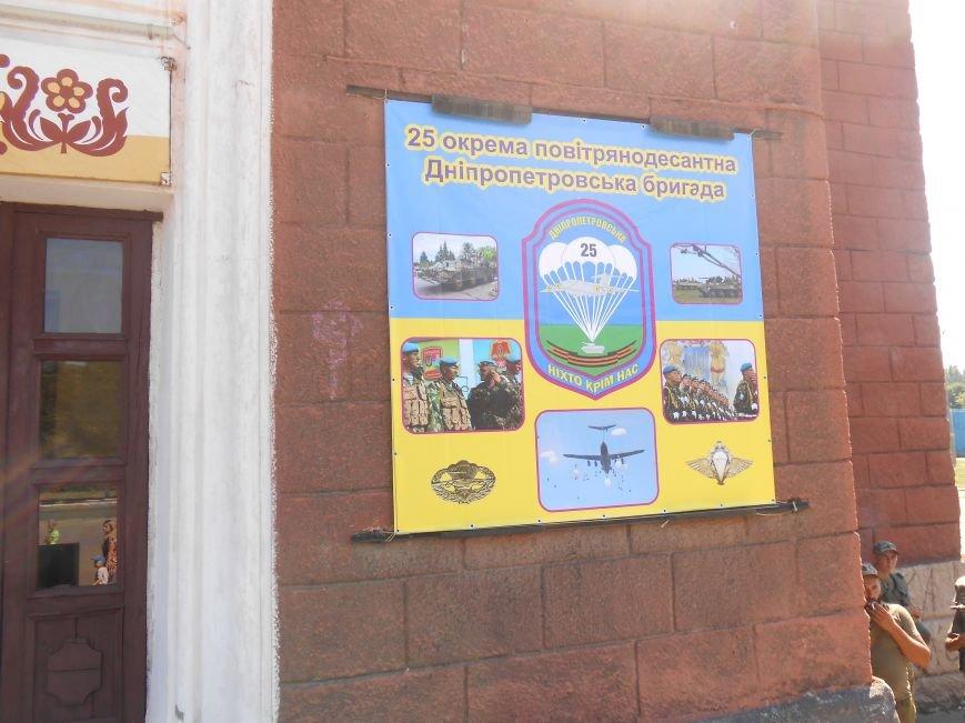 В Димитрове День ВДВ отметили парадом военной техники (фото) - фото 9