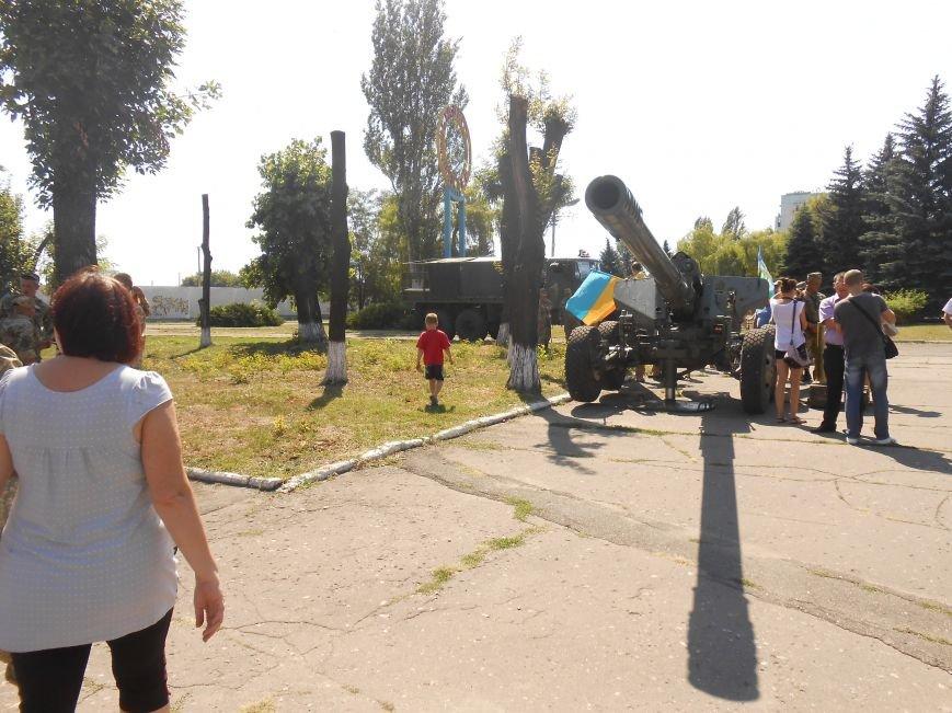 В Димитрове День ВДВ отметили парадом военной техники (фото) - фото 6