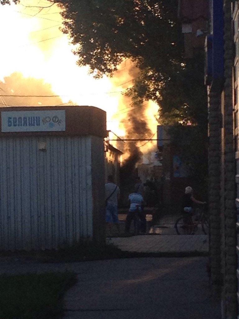 Пожар потревожил воскресный вечер в Красноармейске (фото) - фото 2