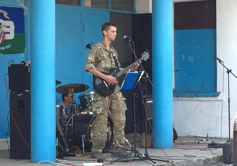 Николаевские волонтеры порадовали бойцов «аэромобилки» концертом на передовой (ФОТО) (фото) - фото 2
