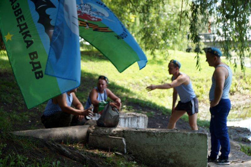 Без фонтана. Белгородские десантники отметили День ВДВ спокойно и без драк (фото) - фото 2
