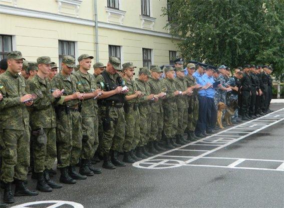Понад 140 працівників міліції разом з громадськістю вийшли патрулювати вулиці Кіровограда. ФОТО (фото) - фото 1