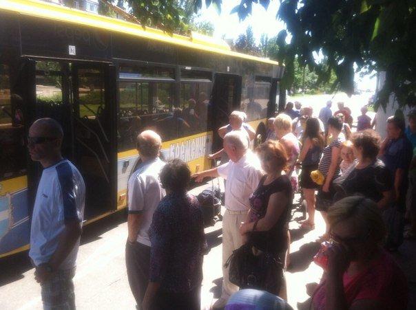 В Кременчуге у нового троллейбуса №1 взорвалось колесо (фото) - фото 1
