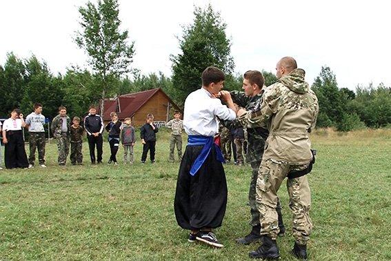 Дітям з табору «Карпатський легіон» показали як працюють міліціонери-кінологи (ФОТО) (фото) - фото 1