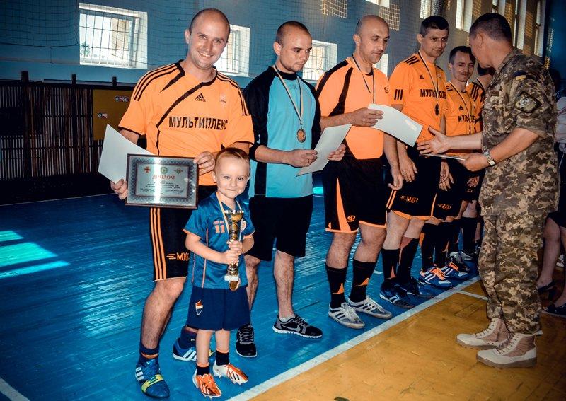 Днепропетровские десантники выиграли турнир по футзалу в Житомире (фото) - фото 1