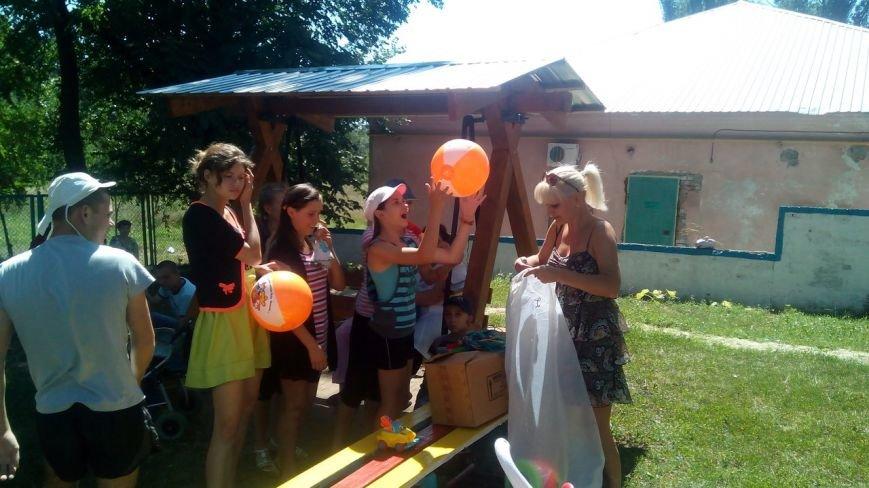 Криворожские волонтеры приобрели для детей в противотуберкулезный диспансер одежду и книги (ФОТО) (фото) - фото 1