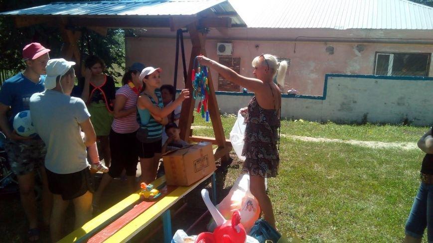 Криворожские волонтеры приобрели для детей в противотуберкулезный диспансер одежду и книги (ФОТО) (фото) - фото 3