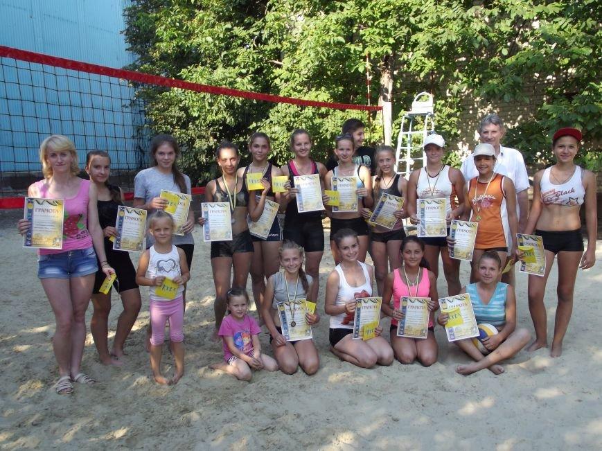 В городе Родинское прошел яркий турнир по пляжному волейболу (фото) - фото 3
