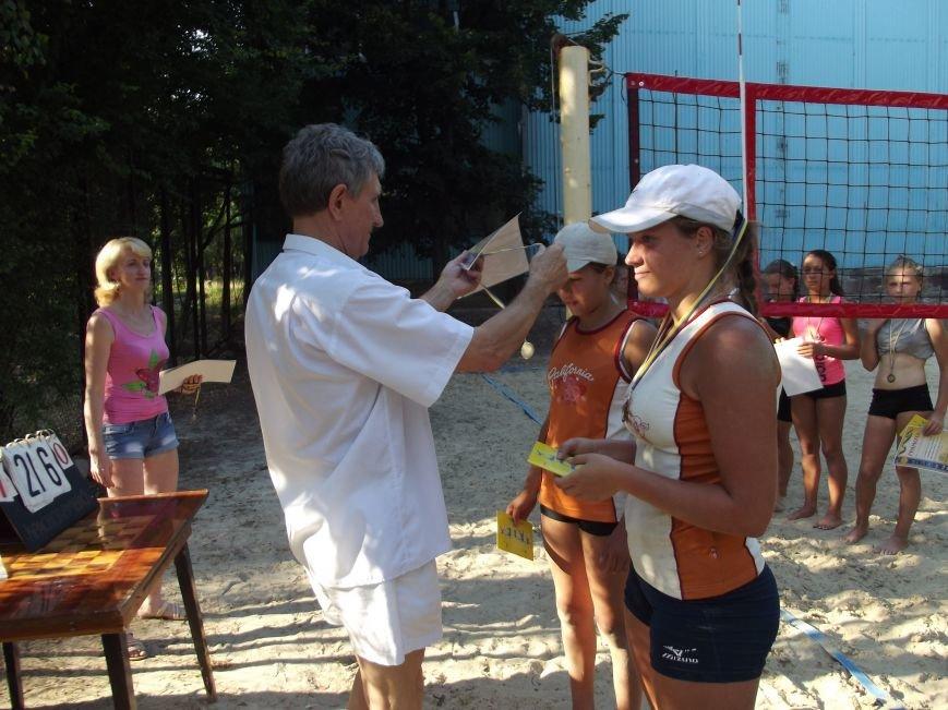 В городе Родинское прошел яркий турнир по пляжному волейболу (фото) - фото 2