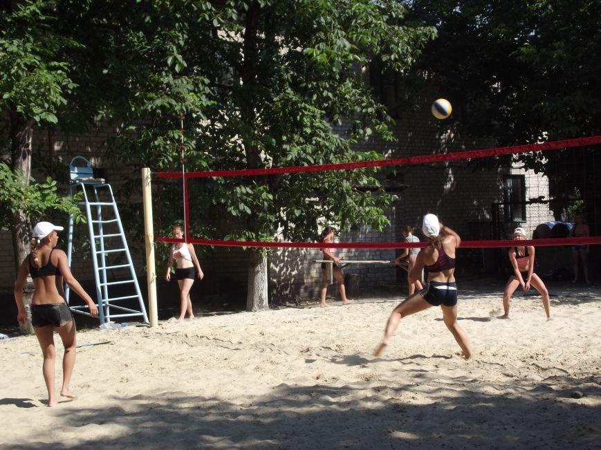 В городе Родинское прошел яркий турнир по пляжному волейболу (фото) - фото 1