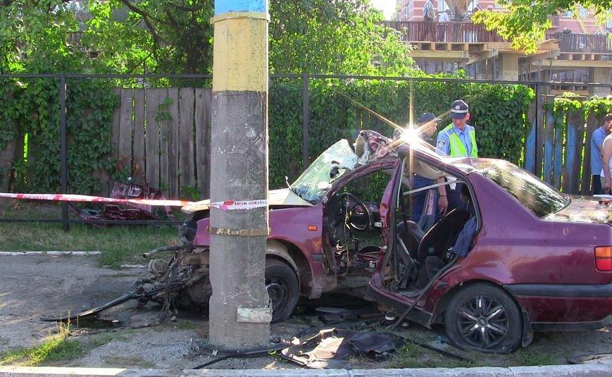 Постраждалих в результаті ДТП у Чернівцях чоловіків вирізали з автомобіля (ВІДЕО), фото-2