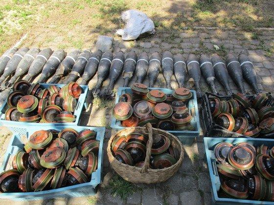 В «МГБ ЛНР»  убедили казаков добровольно сдать хранившиеся у них боеприпасы, которые передадут «народной милиции ЛНР» (фото) - фото 1