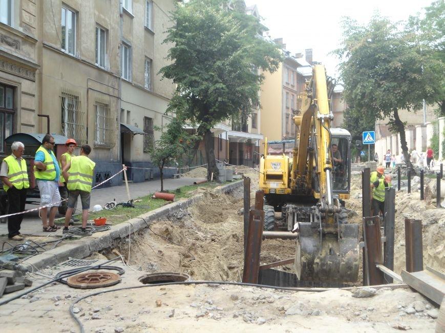 У Львові до кінця вересня планують завершити усі ремонтні роботи на вулиці Лисенка (фото) - фото 3