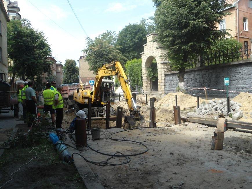 У Львові до кінця вересня планують завершити усі ремонтні роботи на вулиці Лисенка (фото) - фото 2