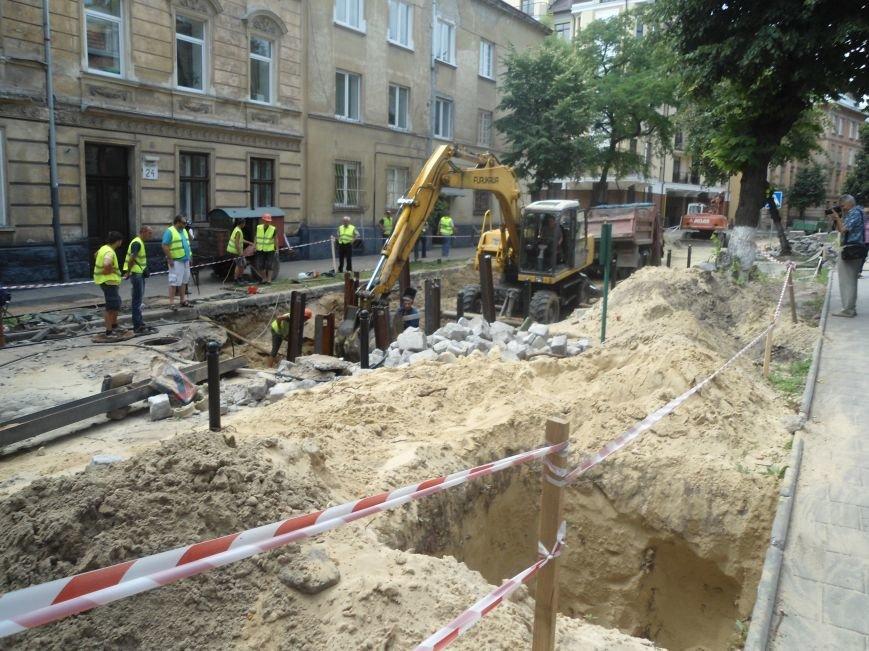 У Львові до кінця вересня планують завершити усі ремонтні роботи на вулиці Лисенка (фото) - фото 4