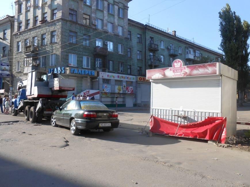 В Днепродзержинске демонтируют МАФы возле центрального рынка (Обновлено) (фото) - фото 4