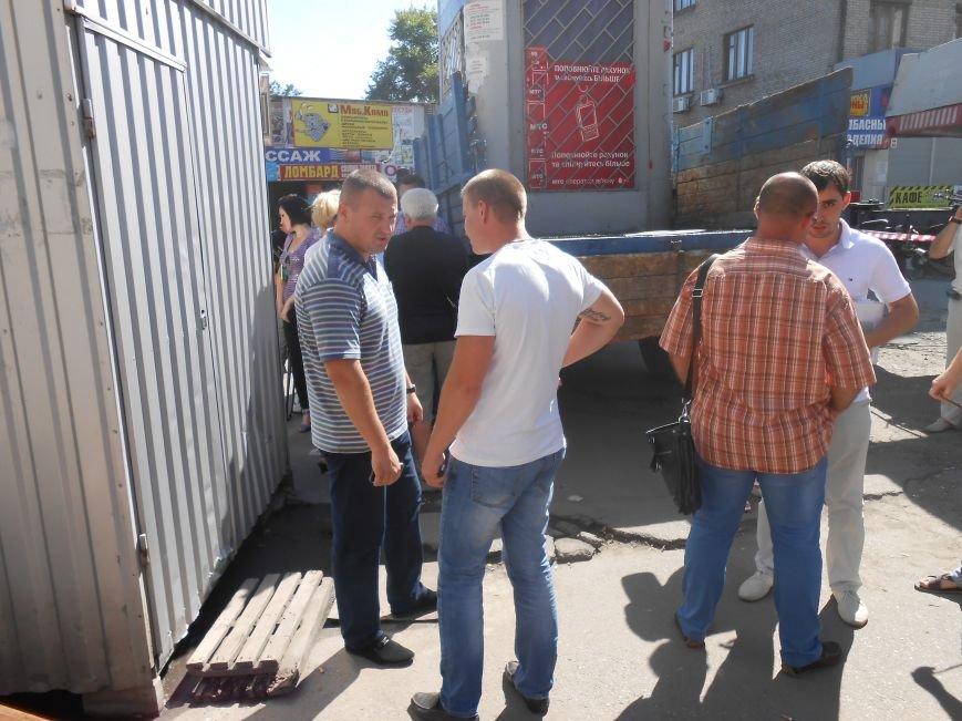 В Днепродзержинске демонтируют МАФы возле центрального рынка (Обновлено) (фото) - фото 3