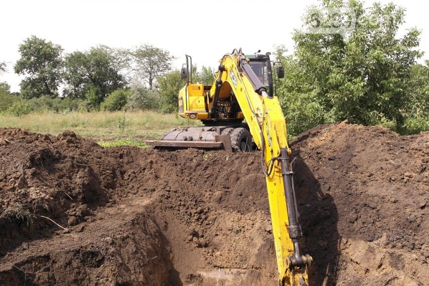 Вопрос канализационной утечки в поселке Новатор города Димитров закрыт: проблема устранена (фото) - фото 2