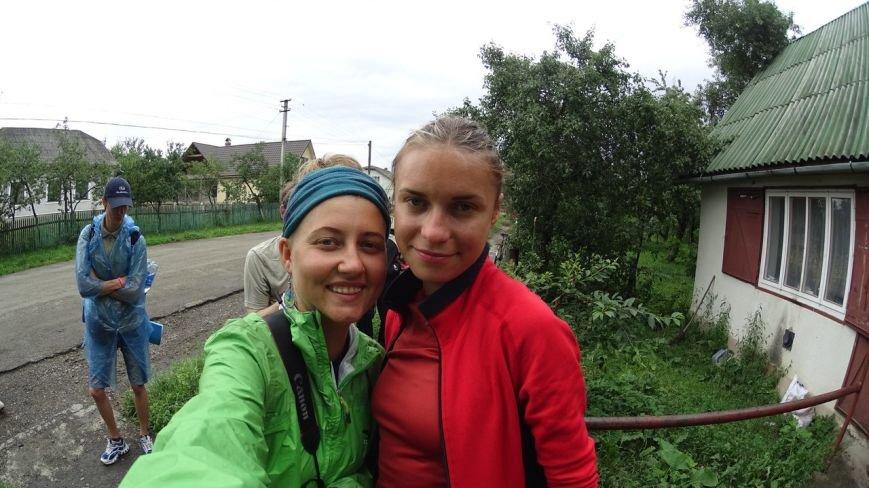 Запорожанка с подругой прошли пешком всю Украину за 93 дня (ФОТО) (фото) - фото 1