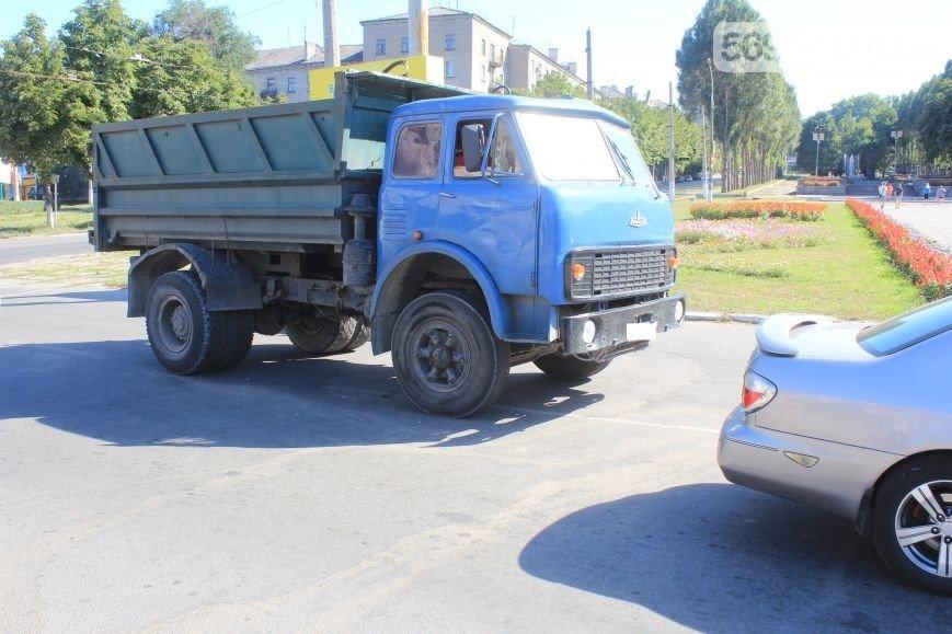 В Днепродзержинске произошло ДТП на пересечении проспекта Аношкина и Ленина (фото) - фото 4