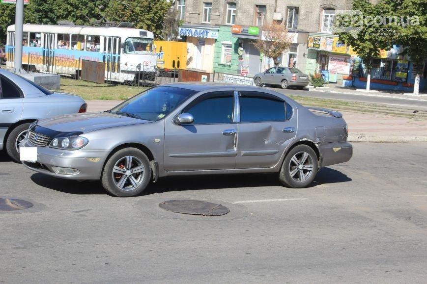 В Днепродзержинске произошло ДТП на пересечении проспекта Аношкина и Ленина (фото) - фото 5