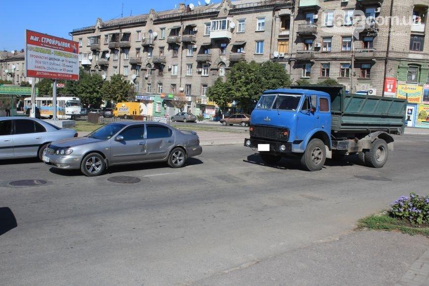 В Днепродзержинске произошло ДТП на пересечении проспекта Аношкина и Ленина (фото) - фото 3