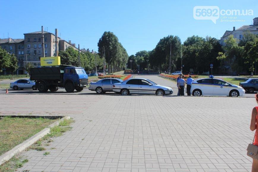 В Днепродзержинске произошло ДТП на пересечении проспекта Аношкина и Ленина (фото) - фото 1