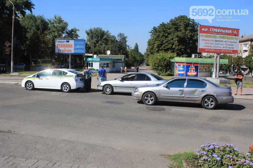 В Днепродзержинске произошло ДТП на пересечении проспекта Аношкина и Ленина (фото) - фото 2