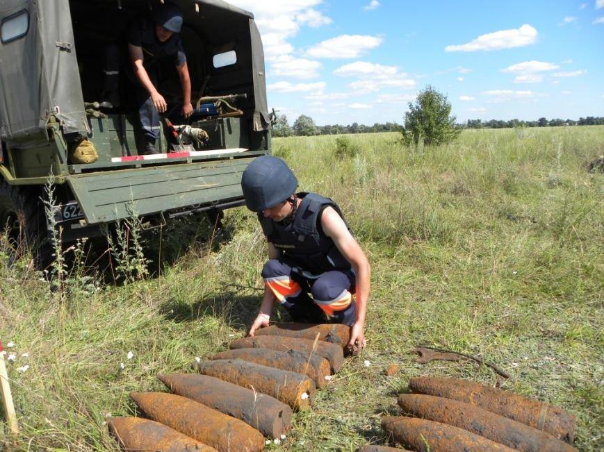 В 6 километрах от Чернигова едва не рванули три десятка снарядов (фото) - фото 1