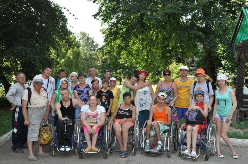 Инвалиды из Краматорска устроили заплыв на надувных матрацах (ФОТО), фото-3