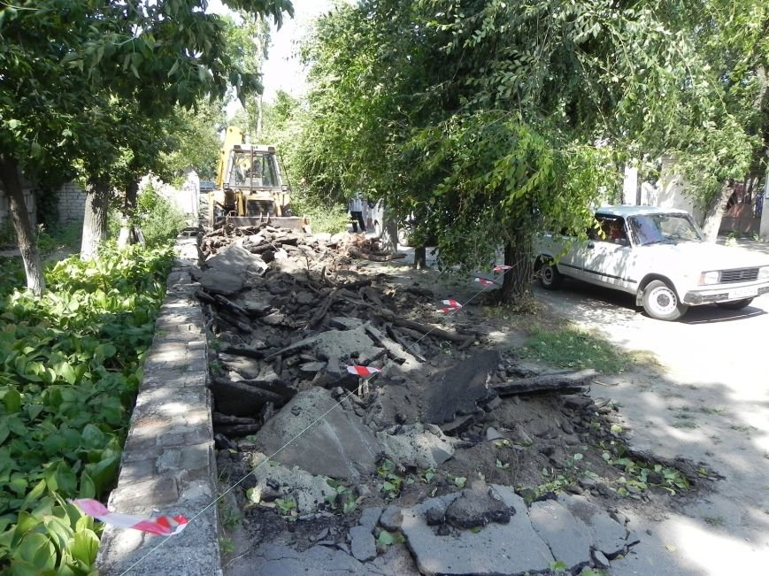 В Бердянске начался ремонт тратуаров (фото) - фото 2