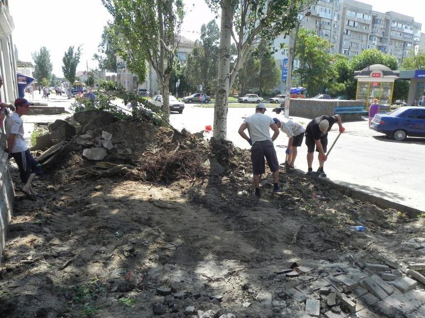 В Бердянске начался ремонт тратуаров (фото) - фото 3