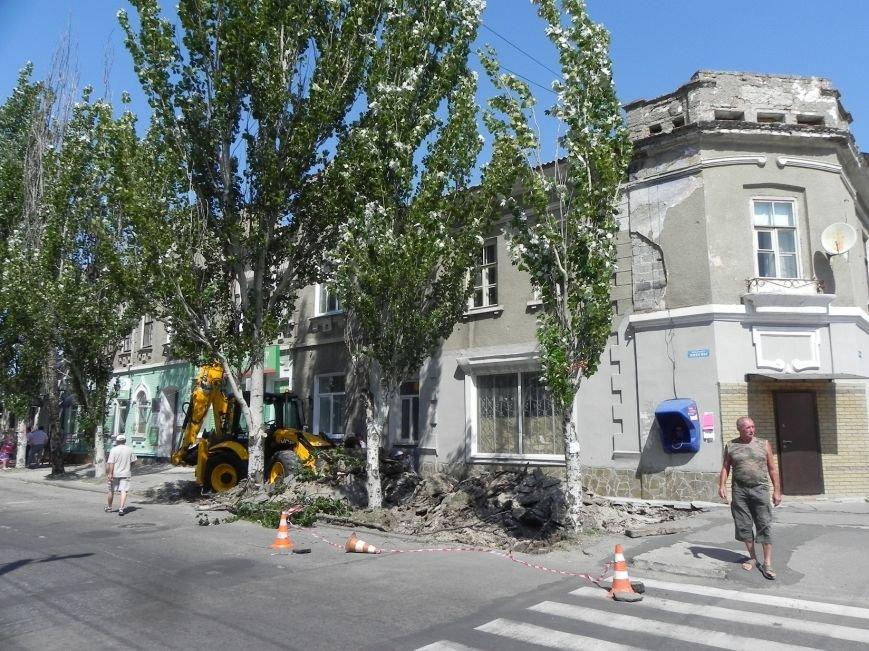 В Бердянске начался ремонт тратуаров (фото) - фото 1