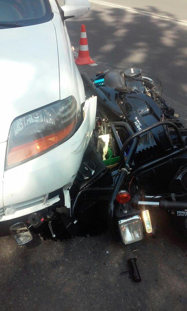 ДТП в Кривом Роге: потерявший управляемость мотоцикл влетел под Chevrolet Lacetti (ФОТО) (фото) - фото 1