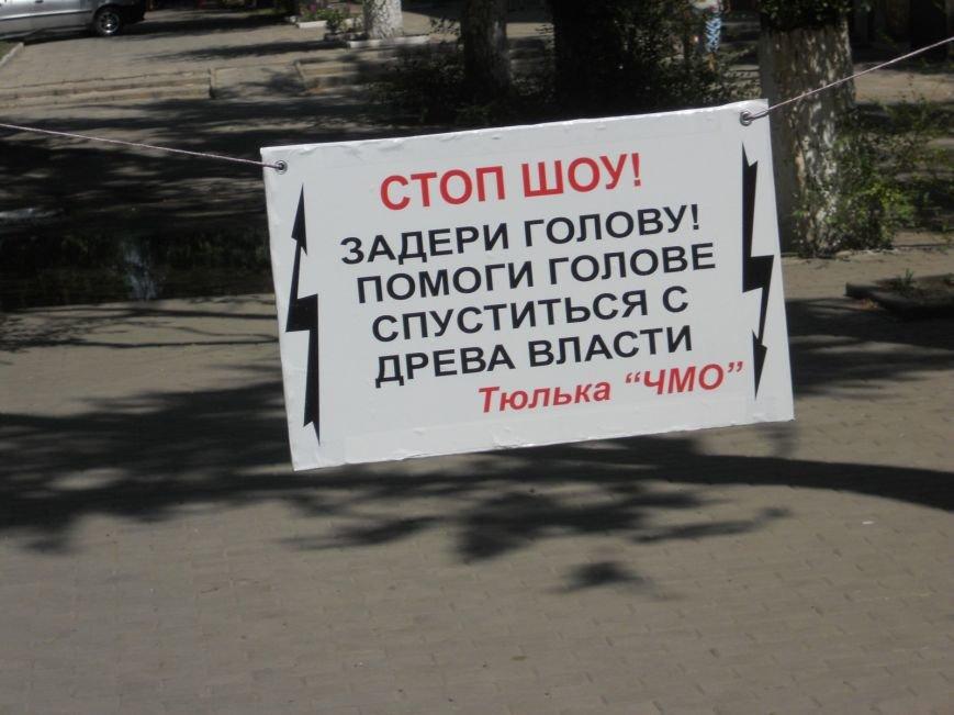 Мариуполец устроил одиночный пикет против сломанной ветки (ФОТО), фото-3