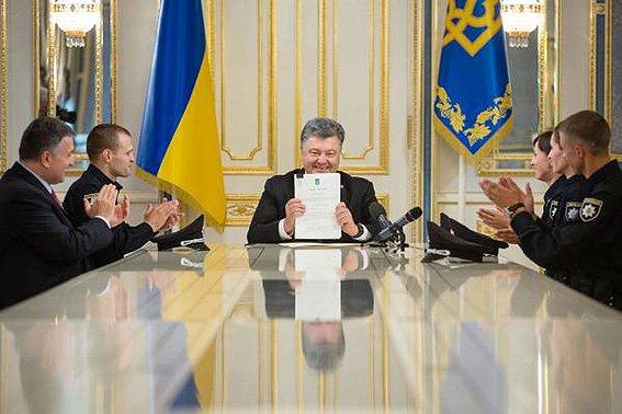 Порошенко підписав закон «Про Національну поліцію» (ФОТО+ВІДЕО) (фото) - фото 3