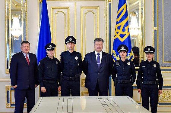 Порошенко підписав закон «Про Національну поліцію» (ФОТО+ВІДЕО) (фото) - фото 1