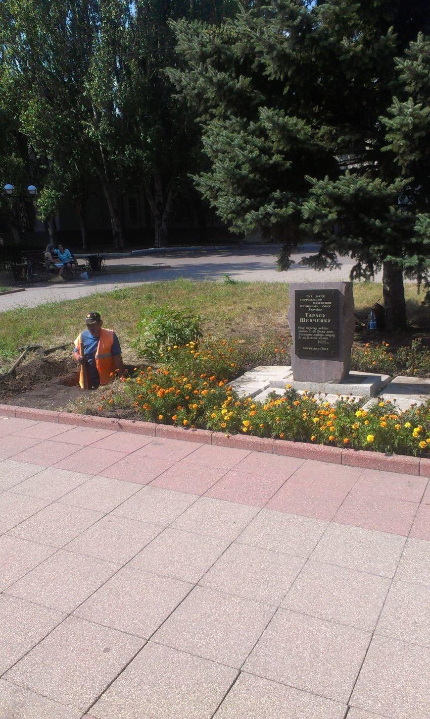 В Красноармейске на месте будущего памятника Шевченко образовалась яма (фото) - фото 3