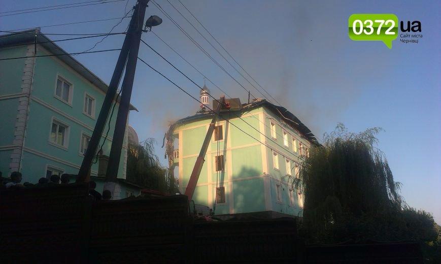 Сьогодні ввечері у Банченському монастирі, що на Герцаївщині гасили пожежу (ФОТО, ВІДЕО) (фото) - фото 5