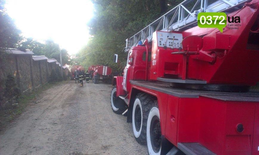 Сьогодні ввечері у Банченському монастирі, що на Герцаївщині гасили пожежу (ФОТО, ВІДЕО) (фото) - фото 3