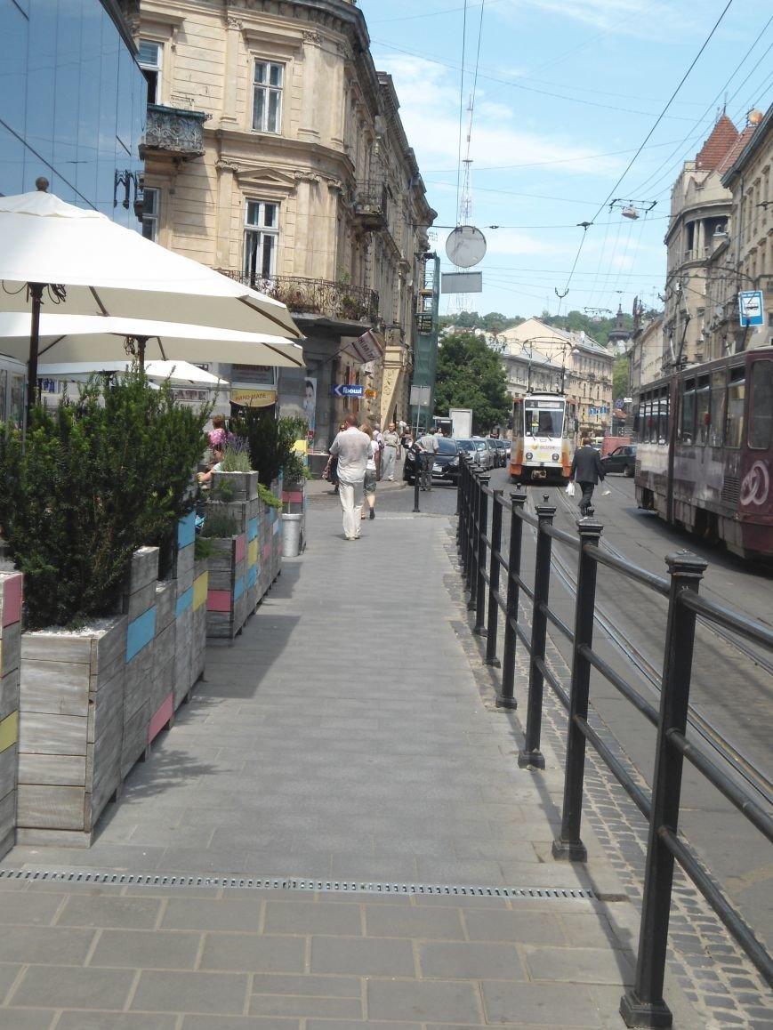 Літній майданчик на перетині вулиць Шухевича та Франка все ж таки можуть прибрати (ФОТО) (фото) - фото 1