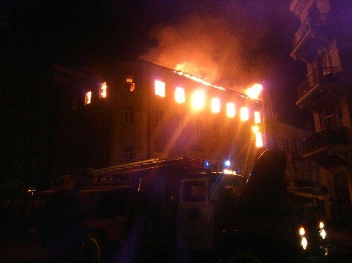 В історичній частині Тернополя виникла масштабна пожежа (фото) (фото) - фото 1