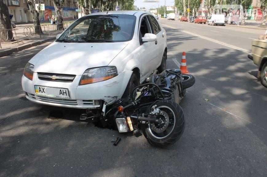В Кривом Роге: мотоцикл влетел под «Chevrolet»,  криворожанин вырастил плантацию конопли в центре города, журналистам показали доменную печь №6 (фото) - фото 1