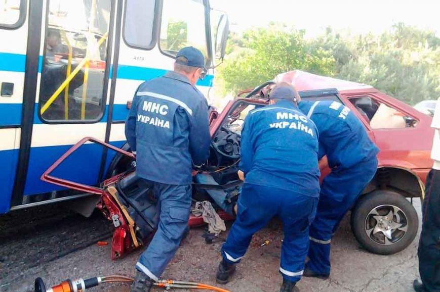 ДТП на Днепропетровщине: «ВАЗ» столкнулся с «Эталоном» - двое погибших (фото) - фото 1