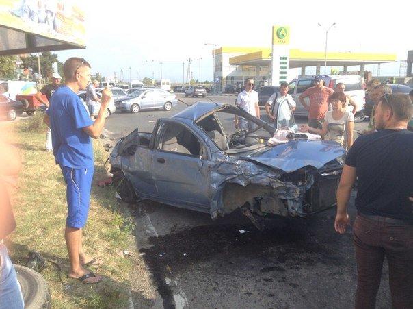 В Симферополе водитель «Шевроле» протаранил три автомобиля и попал в больницу (ФОТО) (фото) - фото 2
