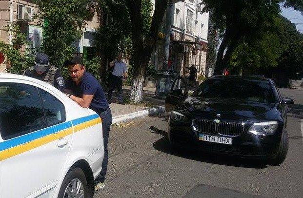 В Мариуполе инспекторы ГАИ составили административный протокол на Александра Ярошенко (ФОТОФАКТ) (фото) - фото 1